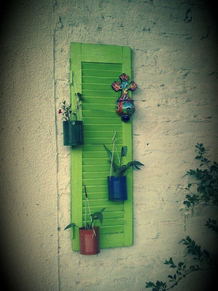 Con una vieja persiana y tarros de fruta envasada muy - Cuerda de persiana ...