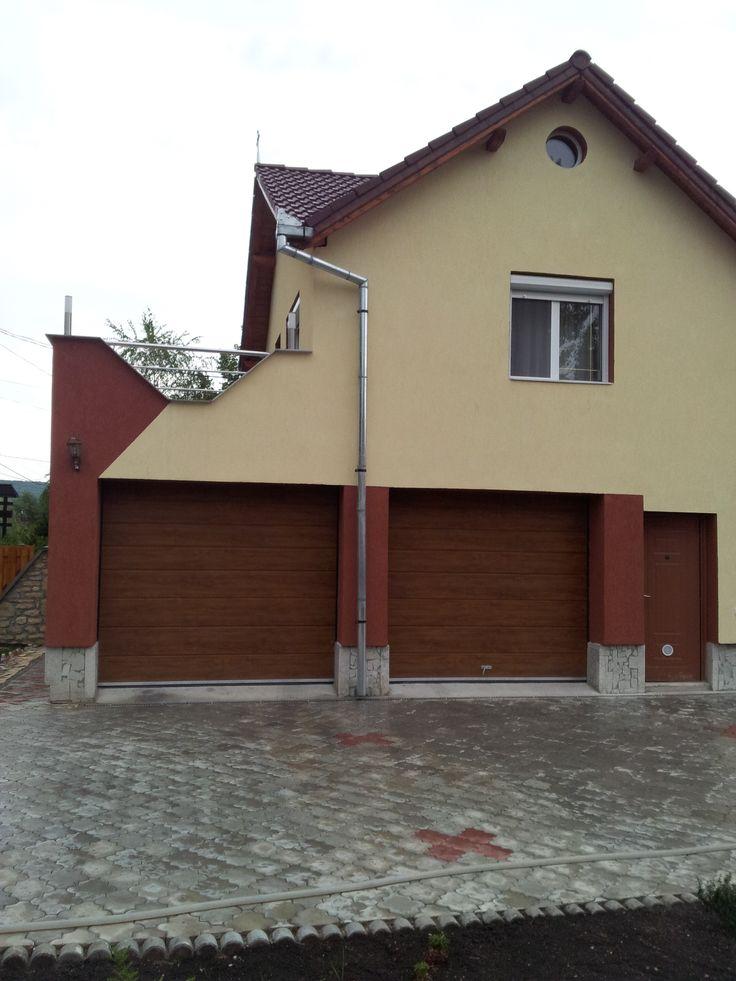 Usi de garaj sectionale rezidentiale Culoare:stejar auriu Model:cu o linie la mijloc