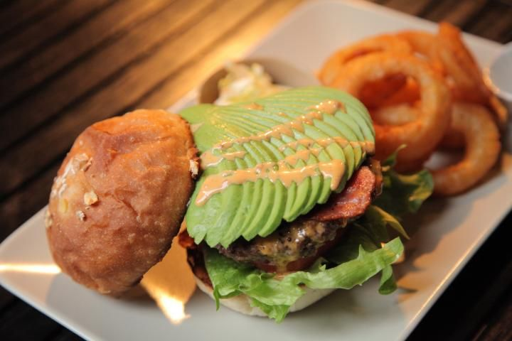自分好みのオリジナルバーガーをオーダーメイド。高円寺のハンバーガーショップ「FATZ'S」 | ことりっぷ