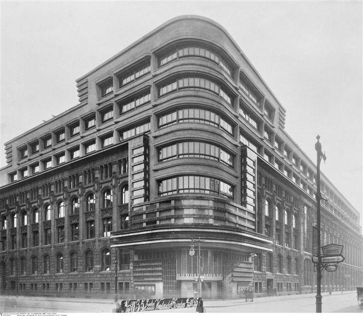 """""""Mosse"""" façade, Berlin - transformed in 1921-1924 by Erich Mendelsohn / Berlin, Kunstbibliothek (SMPK)"""