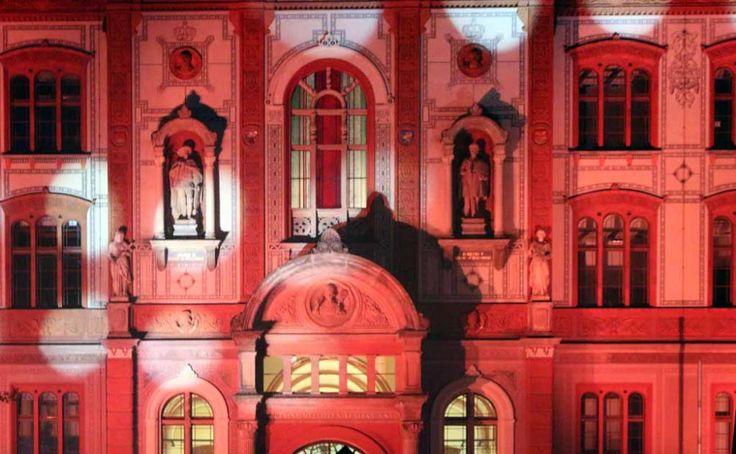 13. Rostocker Lichtwoche | Illuminiertes Hauptgebäude der Universität Rostock (c) Frank Koebsch