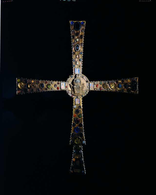 Croce di Desiderio, fine VIII sec.  Museum of Santa Giulia, Italia.
