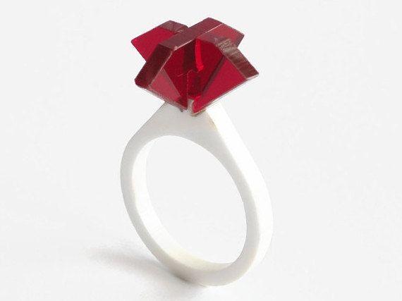 Corte láser acrílico rubí anillo anillo de rubíes por LOHNjewelry