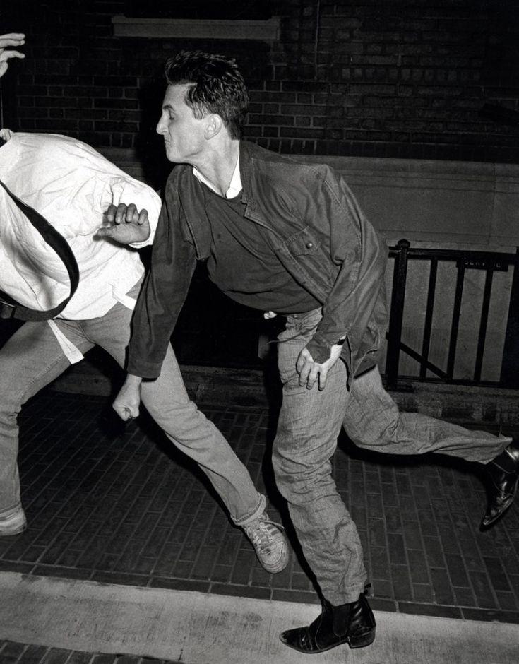 Шон Пенн избивает папарацци, Нью-Йорк, 1986 г.