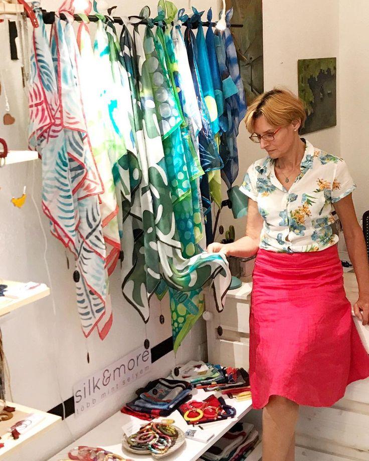 My new display in Paloma! Come and visit me today! #magyardivat #silkart #silkscarf #ikozosseg #magyartervezok #silkaccessories #selyemkendő