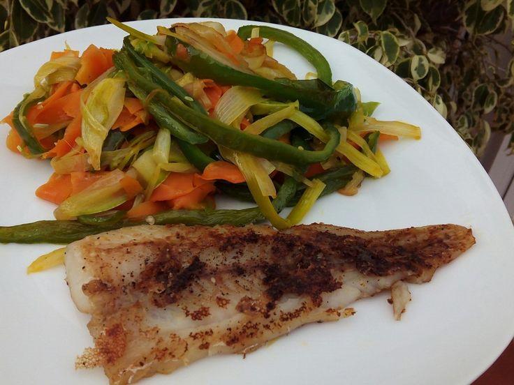 INGREDIENTES : filetes de pescado blanco ( yo utilicé merluza ) /sal / pimienta negra molida / aceite de oliva / ajo en polvo...