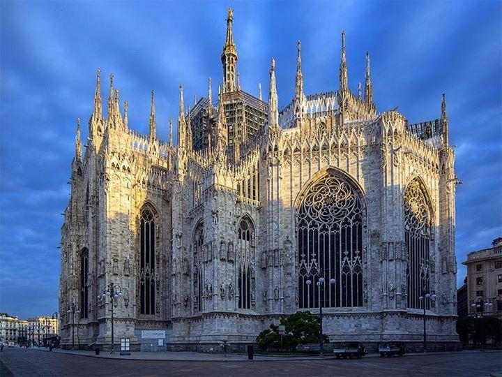 Scusate le spalle.... :-) Buona serata a tutti foto di Franco Brandazzi #milanodavedere Milano da Vedere