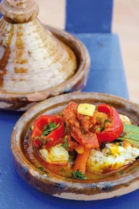 Dit recept komt uit het boek Kookkaravaan. Maak deze tajine eens `s zomers buiten op een houtskool-vuurtje.