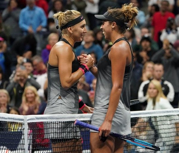 The victor Madison Keys of the US (L) meets Elena Vesnina of Russia at the net following their 2017 US Open Women's Singles match at the USTA Billie Jean King National Tennis Center in New York on September 3, 2017. / AFP PHOTO / DON EMMERT