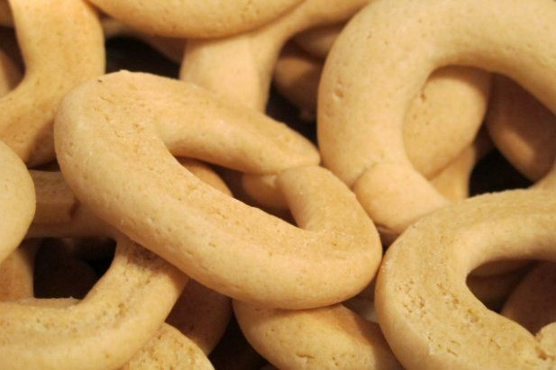 How to make Portuguese biscuits.