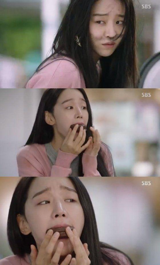 Spoiler] 'Thirty But Seventeen' Shin Hye-sun Inhales a Choco Pie in