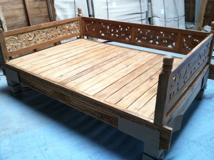 Patio Daybed Decor