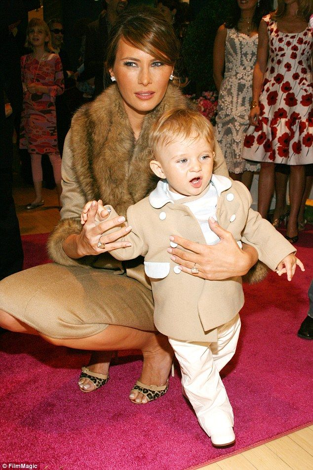 Melania Trump wore fur while playing with her son Barron Trump in 2007 (634×951)