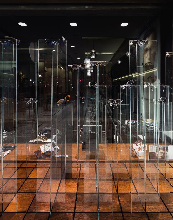 XYZ Arquitectos Associados - Óptica Moutinho - Porto - Portugal - interior design - optical store