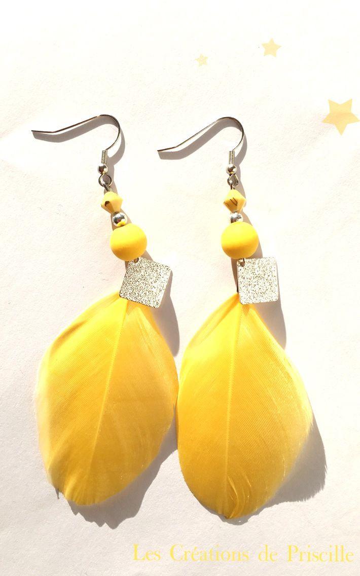 Boucles d'oreilles plumes jaunes, breloques losanges argentés, perles jaunes