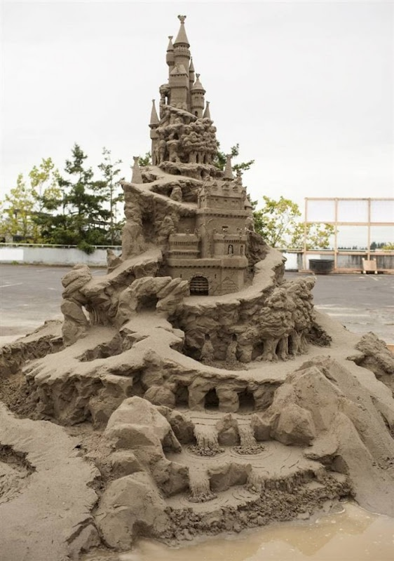 Best Sand Castles Images On Pinterest Festivals Ice Art And - This towering sand sculpture just broke the world record for the tallest ever sandcastle
