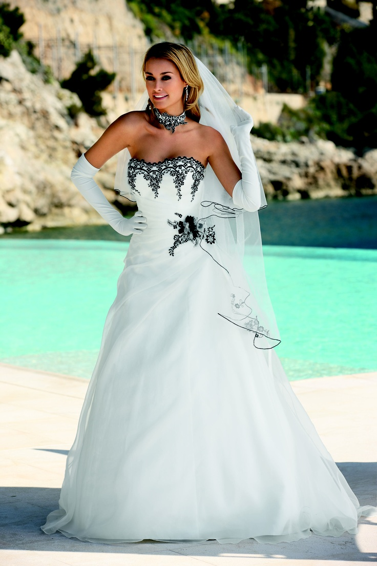 39 best Wedding Dresses images on Pinterest | Wedding frocks ...