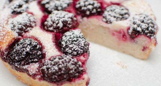 Pokud si hlídáte jídelníček, ale přesto máte někdy chuť na něco sladkého, tak tenhle koláč si dopřát můžete. Vařte s Rohlik.cz, suroviny vám přivezeme už do 90 minut až ke dveřím.