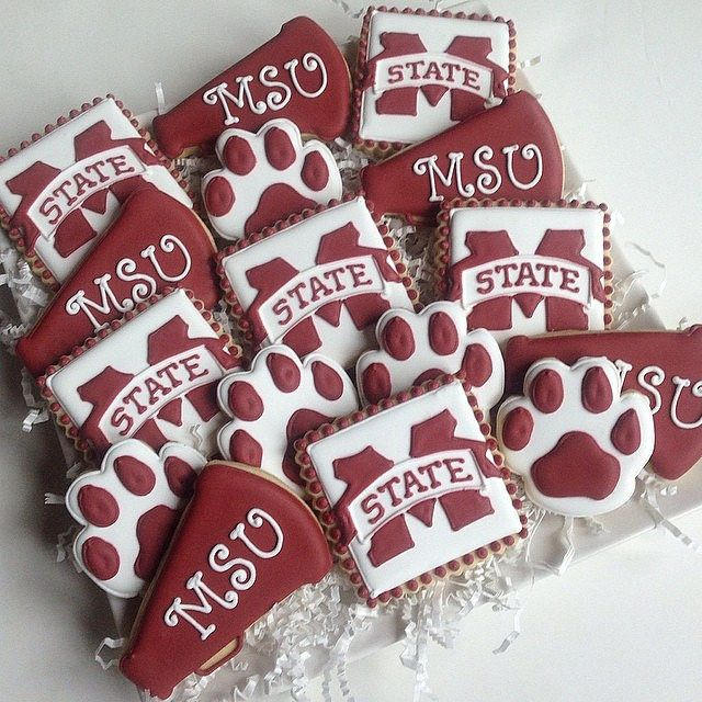 https://flic.kr/p/nDhM9v | Graduate Headed to Mississippi State to Cheer! #cookiecouture #mississippistatecookies #hailstate