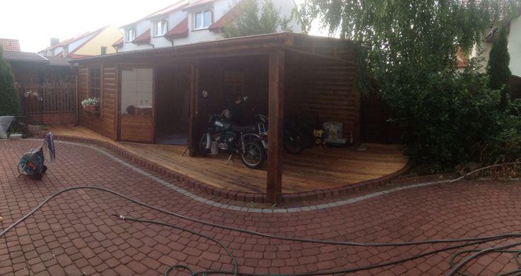 Nowy domek ogrodowy z tarasem 4x7m. Więcej zdjęć tego domku można zobaczyć tu - https://www.facebook.com/media/set/?set=a.1140274332655166.1073741856.303075829708358&type=3