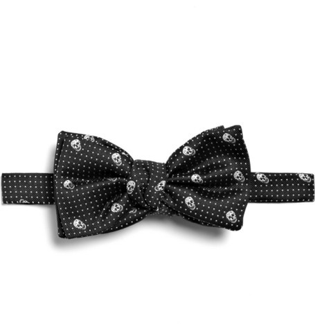 Alexander McQueen Skull and Spot Print Bow Tie.Ties Bows Ties, Fashion, Bow Ties, Men Style, Men Accessories, Alexander Mcqueen I, Mcqueen Skull, Alexander Mcqueen Cutie, Alexander Mcqueen Gothic Mens