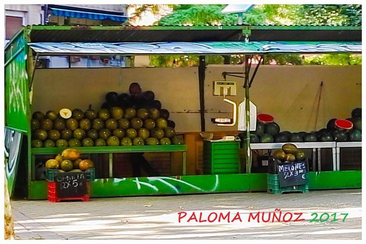 Puesto de melones y de sandías en la calle de Marcelo Usera en Madrid Melon and watermelon stand in the street of Marcelo Usera in Madrid