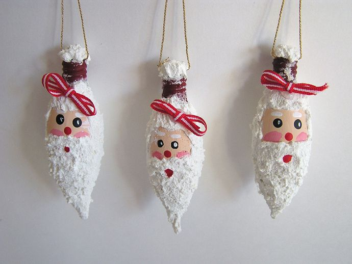 Turn Light Bulbs into Christmas Ornaments : Learn How To Glitterize and Paint Light Bulbs