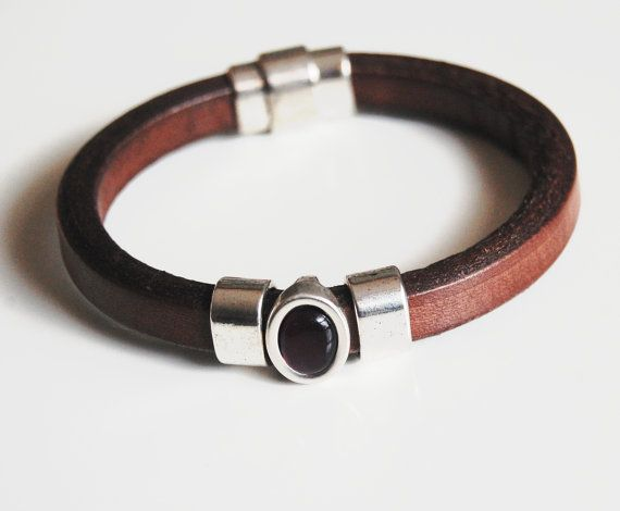 17d3bf6b68df Pulseras de cuero regaliz hombre marrón por FerozasjewelryForMen ...