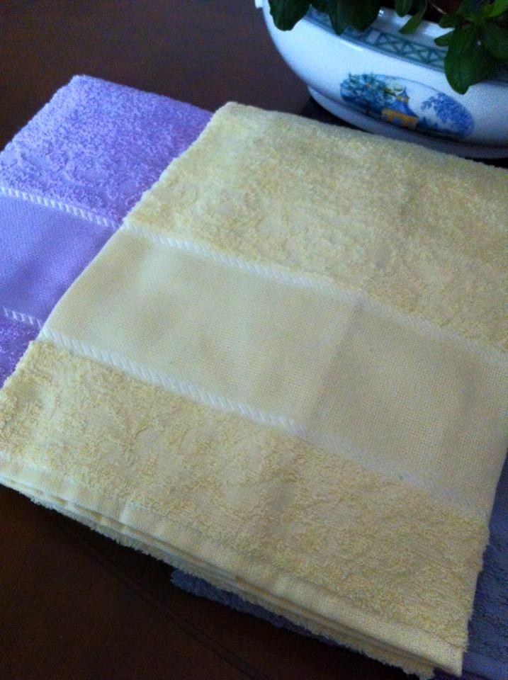 coppie di spugna con tela aida a 6,00€ in giallo