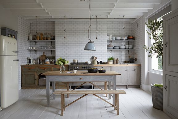 Paul Massey is a British photographer who has used Annie Sloan paints to create a cool, warehouse look in his London kitchen. He had the cabinets made out of old floorboards and painted them – as well as the kitchen table – with Chalk Paint®. He has kept his focus on neutral colours and industrial elements like the metro tiles and metal pendant ceiling lighting. To create a similar look, try some of the neutral shades from the Annie Sloan palette, like Paris Grey and Old White, and finish…