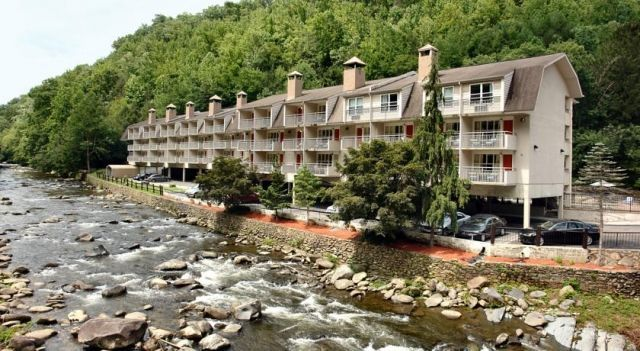 Days Inn Gatlinburg On The River - 1 Star #Motels - $39 - #Hotels #UnitedStatesofAmerica #Gatlinburg http://www.justigo.co.za/hotels/united-states-of-america/gatlinburg/gatlinburg-304-hemlock-street_116299.html