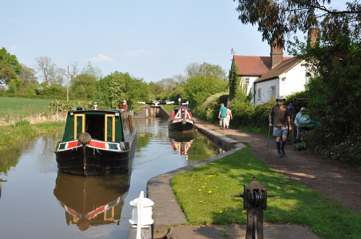 Worcester & Birmingham Canal - Tardebigge Locks #Narrowboat #Holiday #Boats