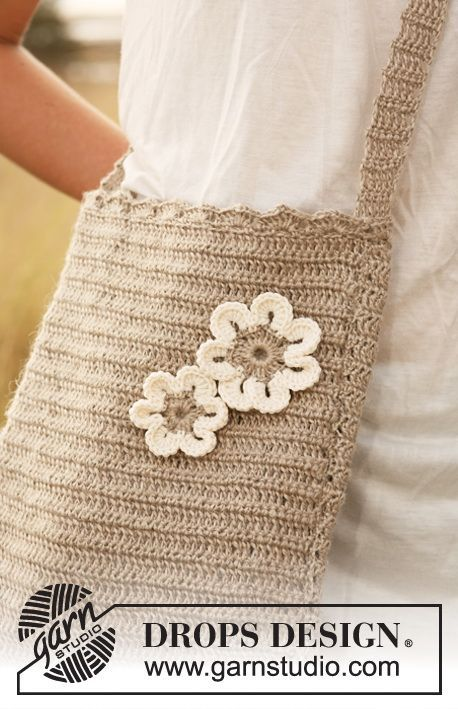 Crochet DROPS bag in Lin with flower in Lin and Muskat. ~ DROPS Design