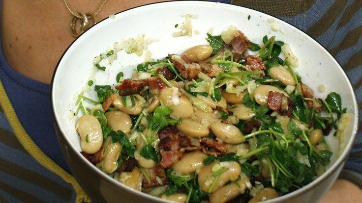Bønner er god mat. De har god balanse mellom proteiner og karbohydrater, lite fett, er fulle av vitaminer og mineraler - og er billige! Her får du oppskriften på Sara Begners bønnesalat.