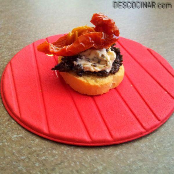 Tomates secos con crema de queso y paté de aceitunas negras