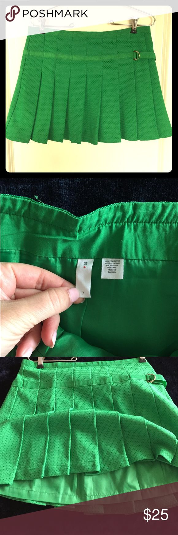 🍀Mini kelly green tennis skirt🍀 Lovely mini tennis skirt, fully lined and has a good weight so it won't blow up around or ride. Hidden side zipper.  Only worn twice in great condition. Looks brand new. Tag says size 7. It's equivalent to a US size 6. Urban Outfitters Skirts Mini