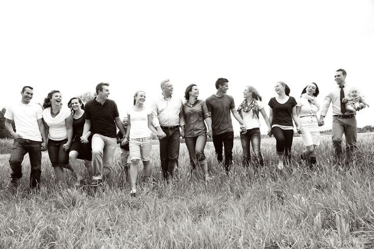RaeTay Photography » Large group family picture, candid family picutre