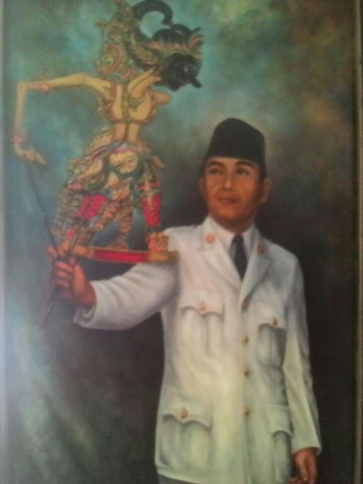 Mr.Soekarno play wayang
