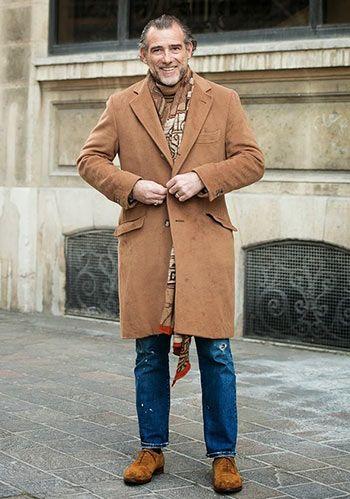 【着まわしやすい色!】ベージュチェスターコート×ジーンズの着こなし(メンズ)   Italy Web