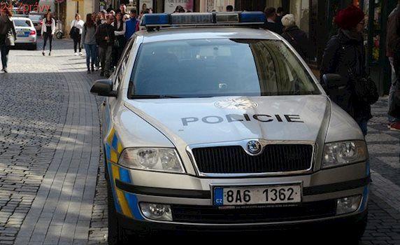 Náhodný výstřel zbraně vážně zranil muže v centru Prahy