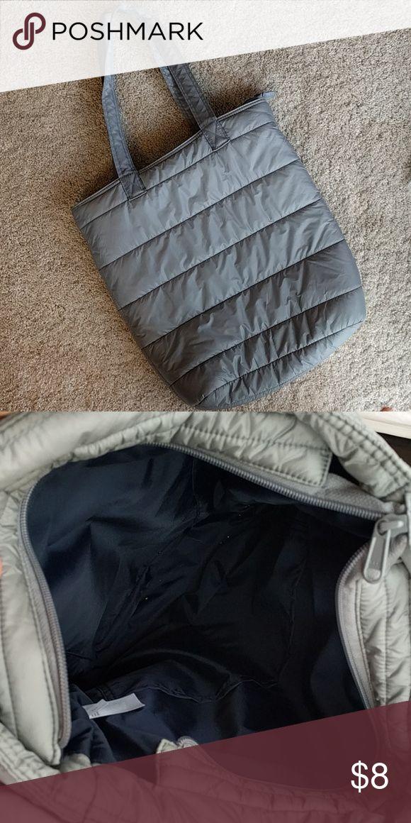 Uniqlo tote bag Uniqlo padded tote bag. 3 pockets inside (1 zipped) Uniqlo Bags Totes