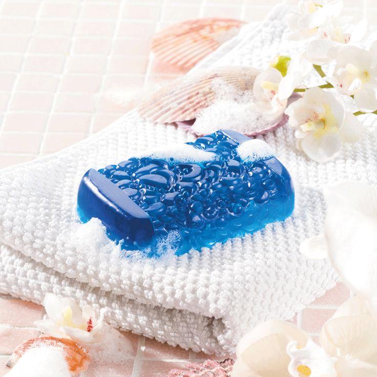 """Dekorative Seife gießen  - (Idee mit Anleitung – Klick auf """"Besuchen""""!) - Schöne Seifen sind immer etwas Besonderes und auch ein tolles Geschenk zum Muttertag. Über so eine dekorative Seife freut sich bestimmt jede Mama."""