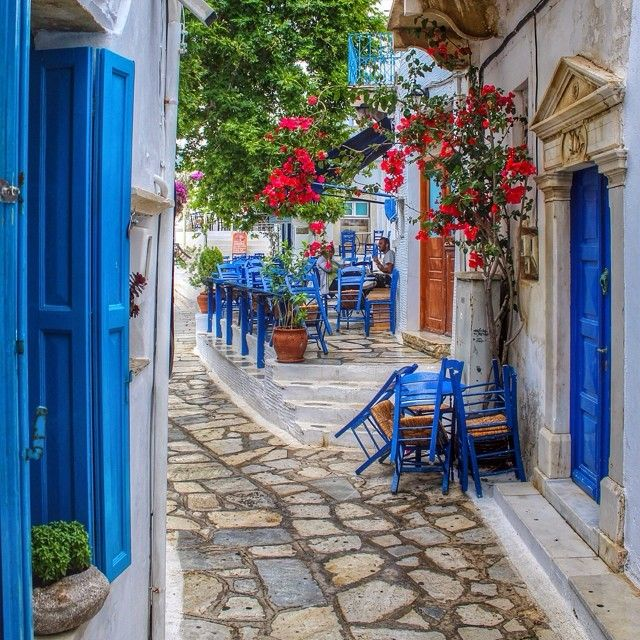 Blue accents and Grecian ones in #Tinos #Greece.
