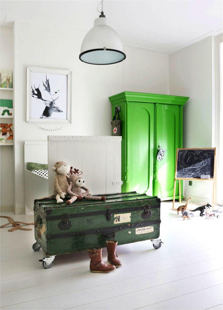 Going Green! Green Decor Ideas for a Boys Room http://petitandsmall.com/green-decor-ideas-boys-room/