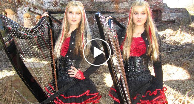 """Gémeas Fazem Fenomenal Versão De """"Fear Of The Dark"""" (Iron Maden) Tocando Harpa"""