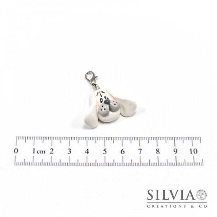 Charm cane bianco e grigio con moschettone