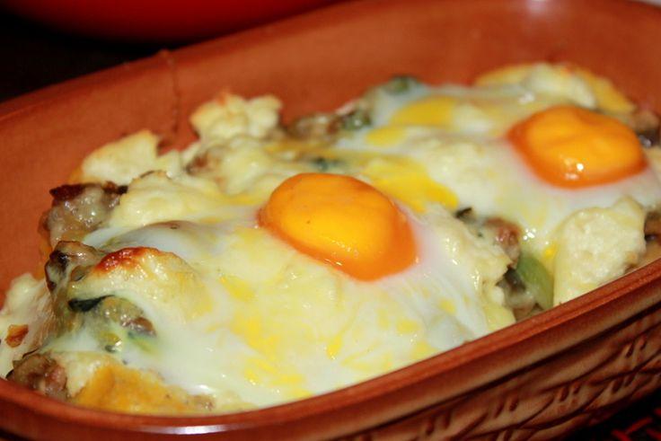 Ciuperci cu branza si oua pe pat de mamaliga