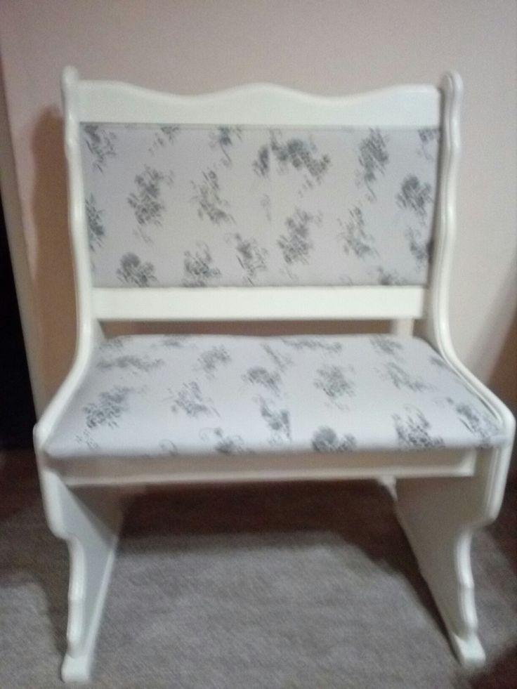 Renovace lavice ,to je moje.  Použila jsem dokonce šaty které jsem nenosila
