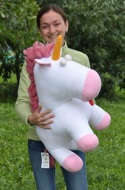 Единорог, сделанный по м/ф Гадкий я - белый, с розовой гривой, хвостом, мордочкой и копытцами. Глаза немного навыкате, язык вывалился, рог торчит. Мягкий друг и…