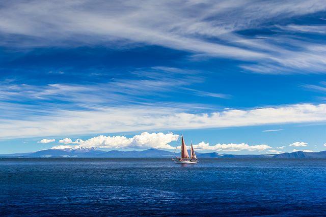 Sailing on Lake Taupo Mt ruapehu New Zealand